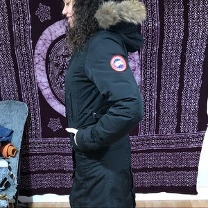 Selling Women's Canada Goose Parka. Size L
